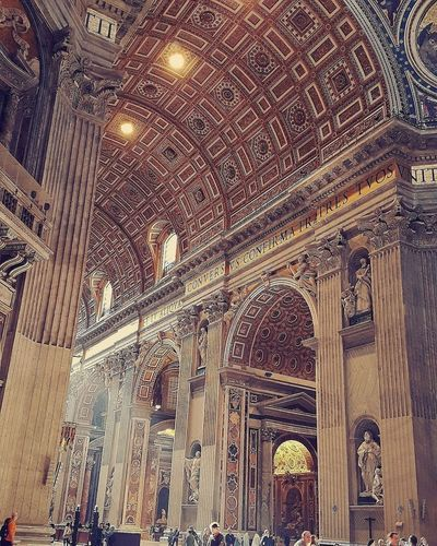 Soo beautiful!! 💛💫🙏 Photography Old Roma Rome Italy StPetersBasilica Basilica Stpeter Beautiful Artistic Seetheworld  Travel Destinations Travel Photography Vatican VaticanCity Vaticano Vatican Museum Art Light Gold Amazing Place Of Worship Religion Architecture Built Structure Historic History Historic Building Cathedral Ancient Rome