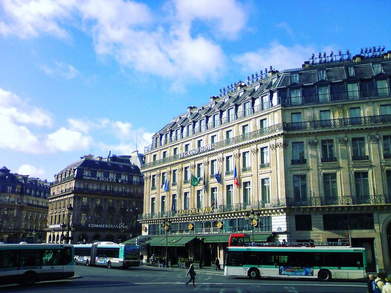 France Palais Garnier Place De L'opéra Sunny Day Streetphotography People Watching Everyday Lives Europe Bus Paris https://www.eyeem.com/p/88862853 Fine Art Photography On The Way Showcase July Colour Of Life TakeoverContrast