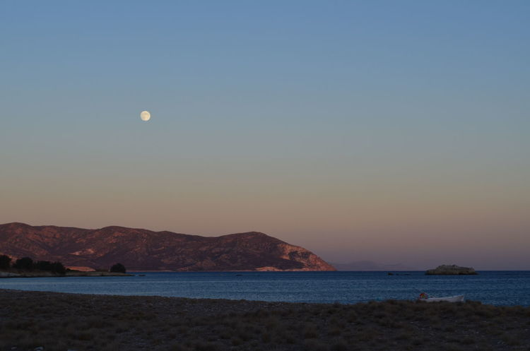 Full moon at dusk Beach Dusk Dusk Sky Full Moon Fullmoon Greece Greek Islands Kimolos Landscape Landscape_photography No Edit/no Filter No Filter No People Seascape Sunset And Moon Tranquil Scene Tranquility Landscapes With WhiteWall Nature's Diversities