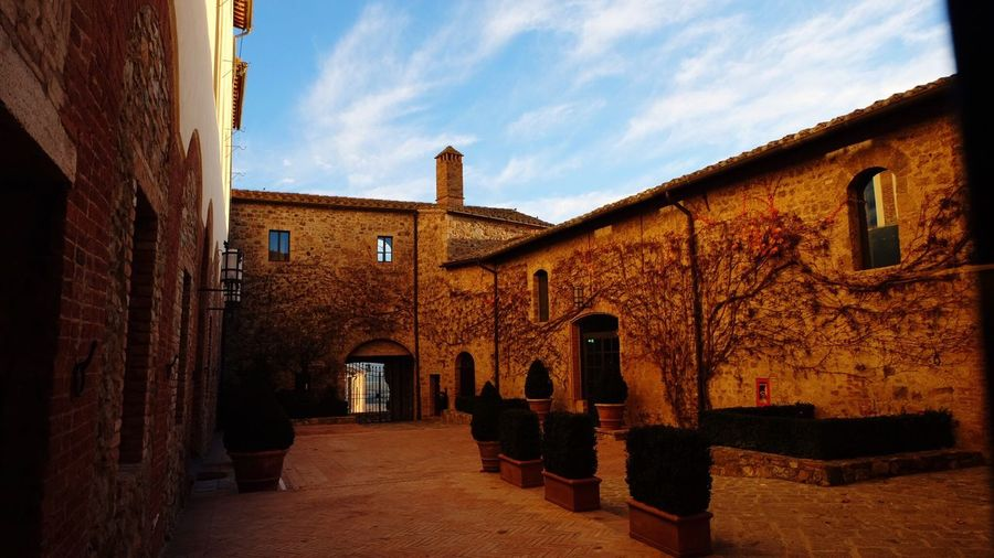 Architecture Built Structure Building Exterior Sky Outdoors No People Residential Building Tuscany Countryside Toscana Medieval Architecture Medieval Castle House Day Wine Tasting