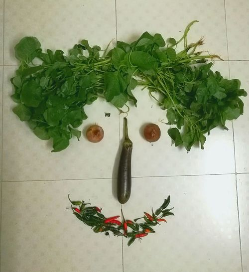 Food Vegetables Vegetable Faces Of EyeEm Face Objects Small Objects Check This Out Abstract Art Creativity Smile Smiley Face Indoors  Leaves Close-up Green Decoration Ideas Imagination House Plant Leaf Creativity