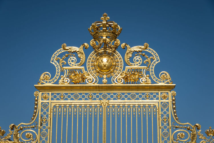 Gate Golden EyeEm Selects Clear Sky Blue Gold Colored Ornate Sky Architecture Close-up King - Royal Person Queen - Royal Person Royalty Historic Renaissance Bas Relief