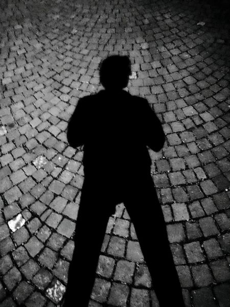 Shadow Silhouette One Person The Black Man Real People Outdoors Adult Adults Only Night City HJB Mobil Sony Xperia Z5 Compact Citynightlife City Night The Dark Man Looking For Blackandwhite Photography Black&white Black And White Black & White A New Beginning