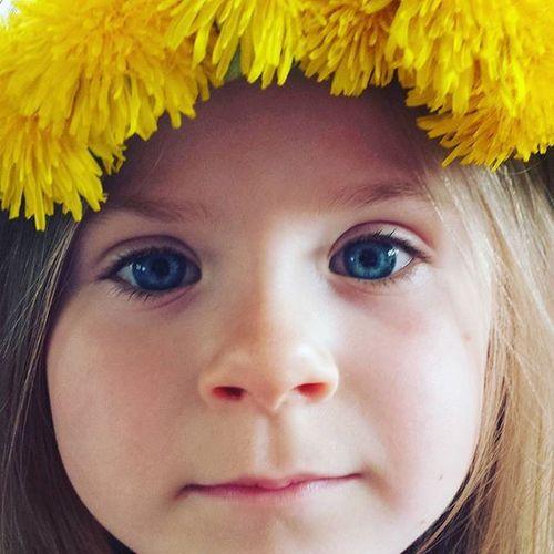 🌻🌼 Venecek Pampelisky Portrait Kids Sunshine Dandelion Dandelions Little Girl Girl The Portraitist - 2016 EyeEm Awards Family Family❤ The OO Mission