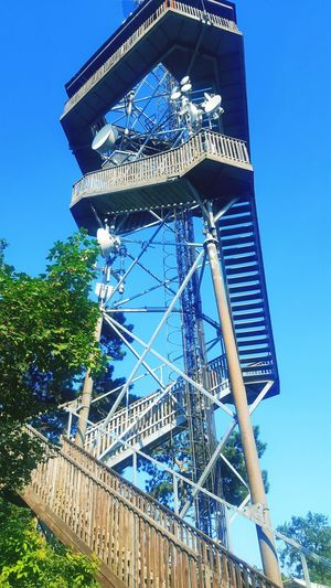 📡 Communication Human Technology And Nature Architecture Radio Tower Wiew Upstairs Summer Hello World Nature City Blue Sky Radiotower Harmony With Nature Secret Places Peace Day Clear Sky Tree Blue Sky Architecture