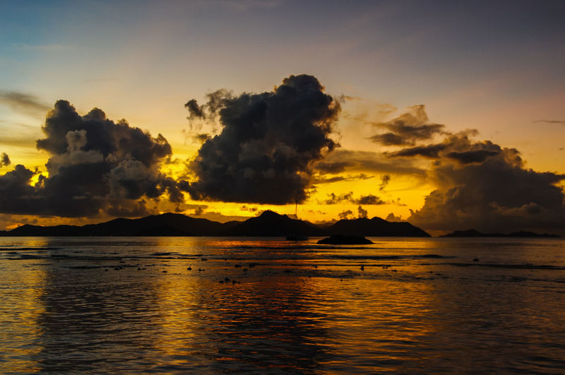 Sunset Sun Sunlight Sunset Cloud - Sky Evening Nature Beauty In Nature Sky Scenics - Nature Water Tranquil Scene Tranquility Idyllic Non-urban Scene Orange Color No People Dramatic Sky Sea Outdoors Seychelles Ocean Ocean View Travel Destinations