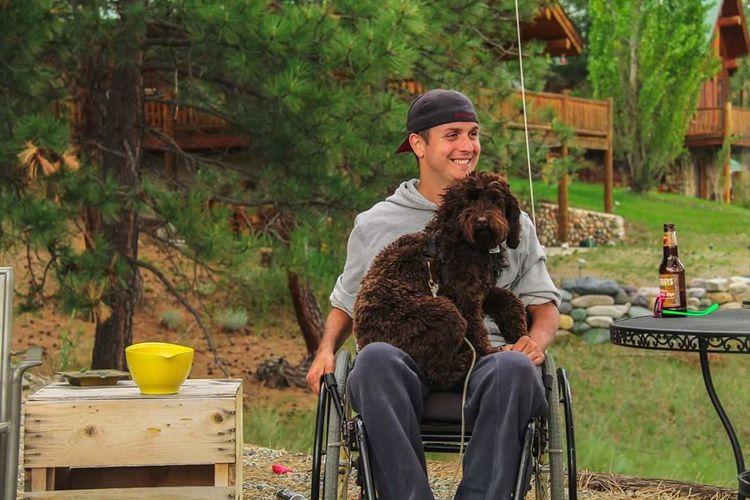 The Portraitist - 2016 EyeEm Awards Hanging Out Taking Photos Cheese! Dog Enjoying Life Montana Cottage Life Best Friends