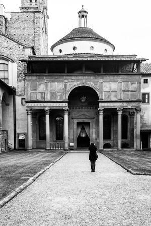 EyeEmNewHere Firenze Florence Italy Taking Pictures Tourist Amaze Arch Architecture Black And White Black And White Friday Brunelleschi Building Exterior Built Structure Cappella Pazzi Coloumns Day Design Dome History One Person Outdoors Porticato Real People Santa Croce Travel Destinations