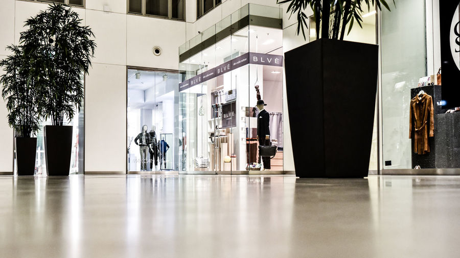 Kaufmannshaus Hamburg Architecture Business Finance And Industry Day Entrance Große Bleichen Indoors  Kaufmannshaus Mall No People Plants Reflection Shopping