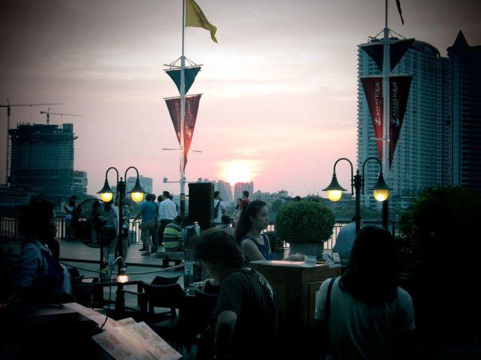 Sawasdee World. Relaxing EyeEm Thailand Thailand_allshots Taking Photos Silhouettes Of A City .