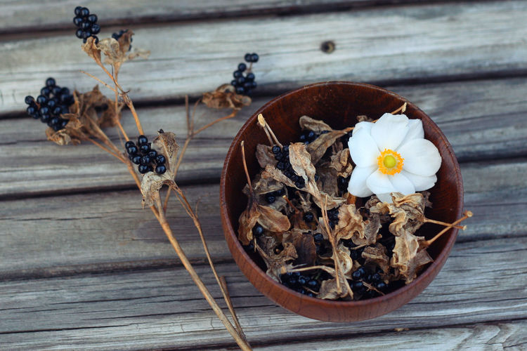 harvest Blackberry Lily Dried Plant Fall Beauty Flower Harvest Japanese Anemone Seeds Wood - Material Wooden Bowl