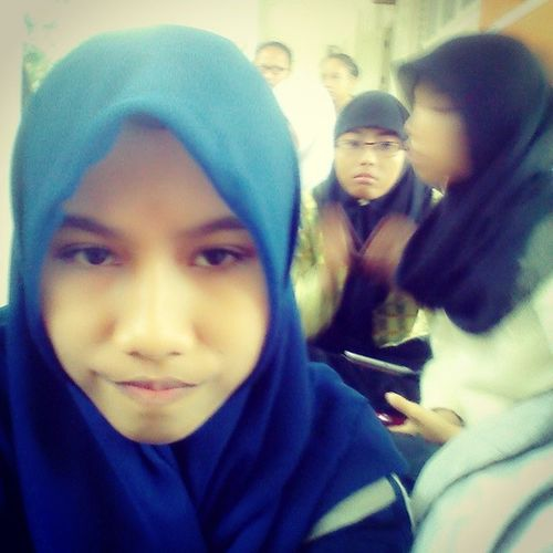 heyhoo boredom at school. flat face Selca Friends Schoolmates