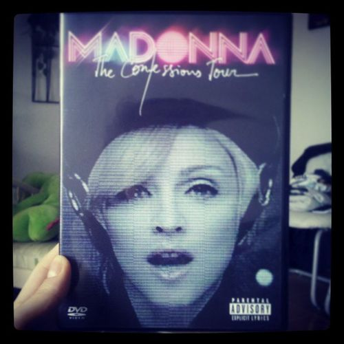 Divando pela manhã <3 E ai daquele que vier me falar de Lady Gaga e bla bla bla !!! Madonna Confessionstour Rainhadopop Likeavirgin