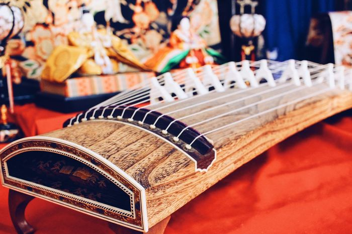 *KOTO* I love the sound of this instrument! Strings Colorful Kimono Hinamatsuri Cultures Tradition Festival Japan Photography Instrument Koto Music Musical Instrument Arts Culture And Entertainment Musical Instrument String Indoors  Still Life Guitar Fretboard