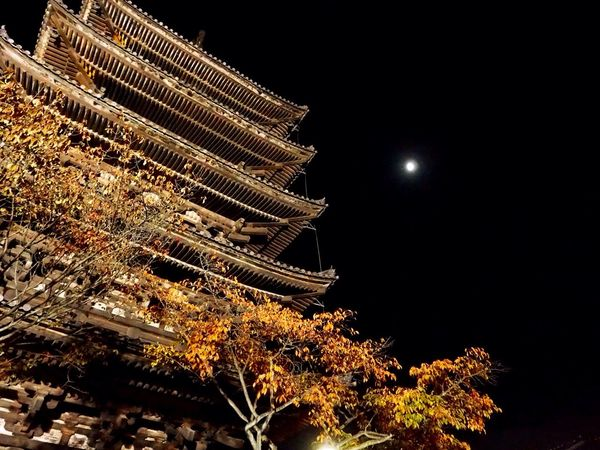 Kyoto Japan Higashiyama Yasaka-no-to Moon Night Olympus PEN-F 京都 日本 東山 八坂の塔 月 夜