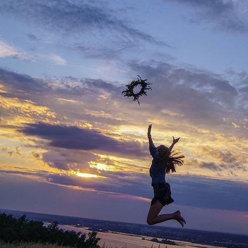 Да кто вам сказал такую глупость, что я ангел?! Да, летать я умею, вот только нимб постоянно теряю! 😇😈 верхнийуслон летаю венок Полет прыжок безфильтра успейпойматьмомент небо лето авамслабо амнеНЕстрашно Фотосессия моя дваднядоотпуска радуюсь хорошийфотограф РаиляХайдаровна двадибилаэтосида