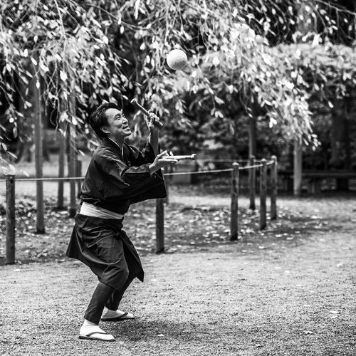 """""""The Entertainer"""" Black & White Black And White Blackandwhite Garden Japan One Person Outdoors Real People Tourism"""