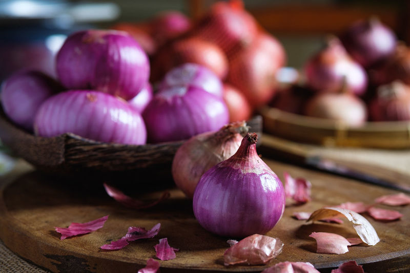 Chopped Close-up Cutting Board Focus On Foreground Food Food And Drink Freshness Garlic Garlic Clove Healthy Eating Indoors  Ingredient Large Group Of Objects Onion Pink Color Purple Raw Food Spice Still Life Table Vegetable Wellbeing