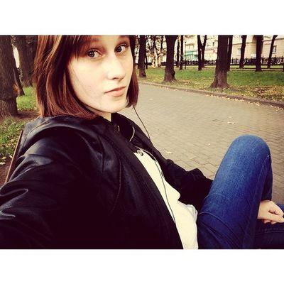Я Яна Мендаль! И я обожаю качели в парках и осень^^