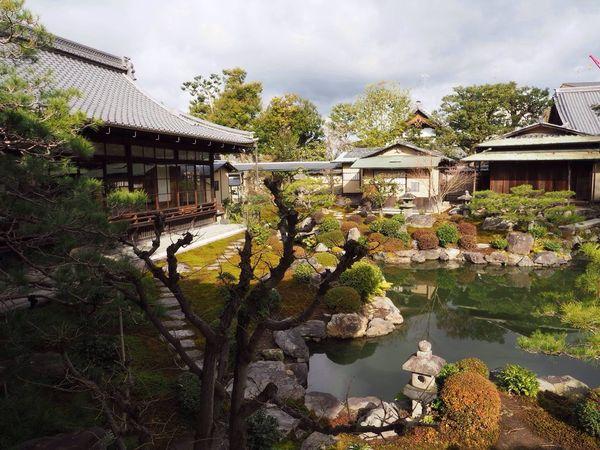 Kyoto Japan Kenninji Temple Temple Ryosoku-in Garden Pond Clouds And Sky Wabi-sabi Olympus PEN-F 京都 日本 建仁寺 両足院 寺 曇り 侘び寂び