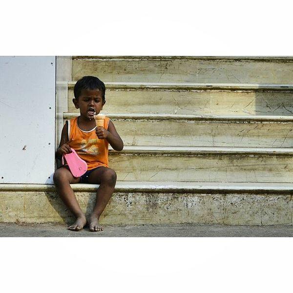 Candid! Chennai Mychennai Candid Candids Streets Streetphotography Streetsofindia Candidshot Child Igramming_india Streetphotographyindia Nikonphotography Nikontop Nammachennai Nikon Nikkor D3200 18_55mm @streets.of.india @nikonindiaofficial