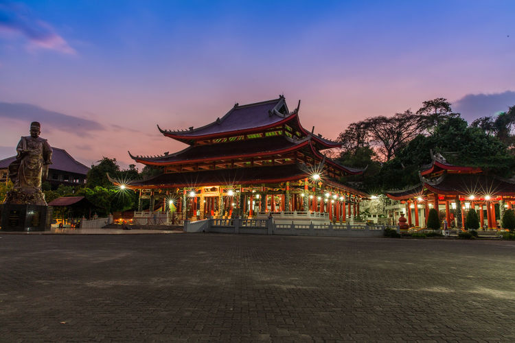 Sam Poo Kong Tample, Semarang, Central Java, Indonesia Architecture Historical Building INDONESIA Sam Poo Kong Semarang Sunset_collection Architecture Building Exterior Built Structure Chinese City Historical Illuminated Night No People Outdoors Sampookong Tampl Sky Sunset Tample Travel Destinations