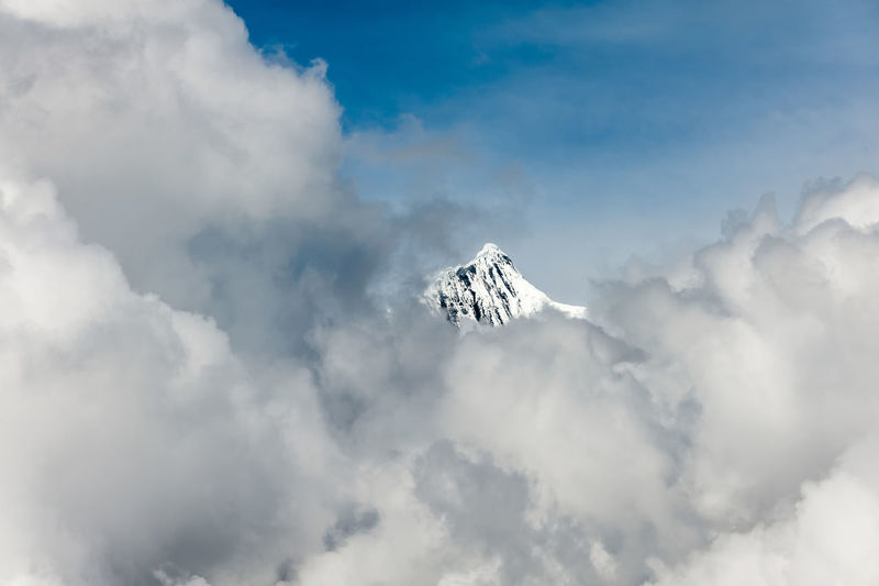 At 6,740 m (22,110 ft), Kawa Garbo or Khawa Karpo is the highest mountain in the Chinese province of Yunnan. Kawagarbo is one of the most sacred peaks in the Tibetan world and is often referred to as Nyainqênkawagarbo to show its sacredness. Himalayan Range Himalayas Sacred Places Snow Capped Mountains Beauty In Nature China Cloud - Sky Day Holy Mountain Mountain No People Outdoors Peak Power In Nature Scenics Sky White Yunnan