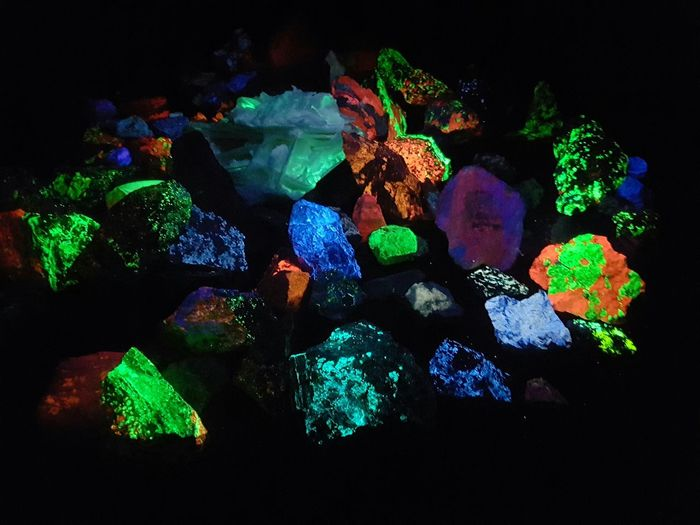 Gem Museum Glowing Rocks Black Light