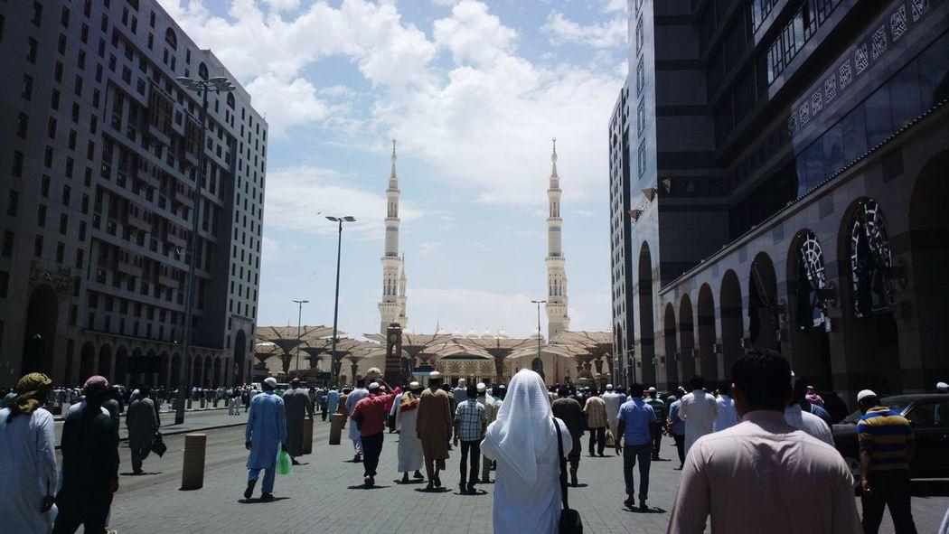 Worship Day Madinah Al-munawwarah Madinah KSA City Large Group Of People Pilgrimage People Outdoors Religion Sky Real People Worship Cleaning şuna đũa Saudi Arabia