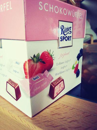 Goennen♥ Rittersport Schokowürfel Joghurt Erdbeere