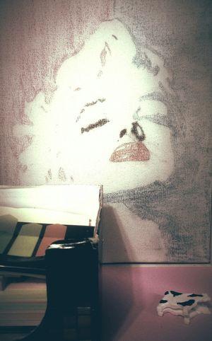 My Things Postits Cown Marilyn Monroe My Drawing Taking Photos Getting Inspired