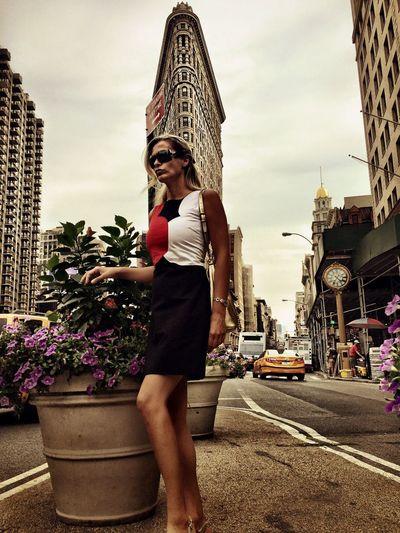 Travel Dynamic Energy Yallowcab Street Streetphotography Citylife City View  Cityscapes Skyscraper Modern Architecture Urban Architecturelovers Architecture_collection Architecture City Fifth Ave. Flatiron Building New York City New York Women Pose Fashion