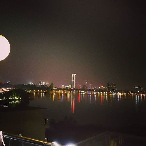 Bringing down the moon...☺ Westlake Hanoi Dailykebabhaus 5floor Haichungta Wind Moon Vietnam Lotte Nighttime Star Hotay