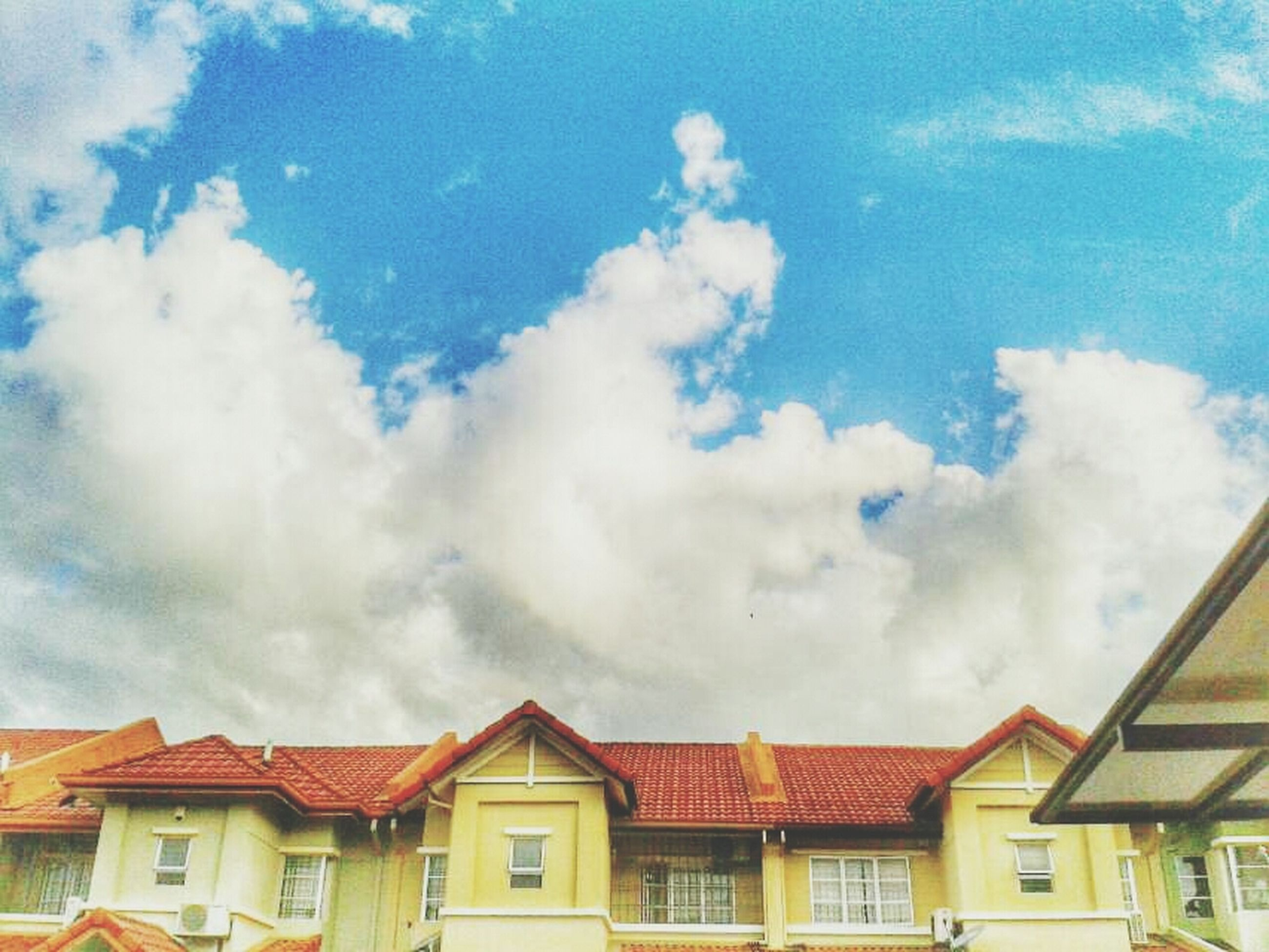 building exterior, architecture, built structure, sky, cloud - sky, house, low angle view, residential structure, cloudy, residential building, roof, window, cloud, high section, day, building, outdoors, blue, weather, no people