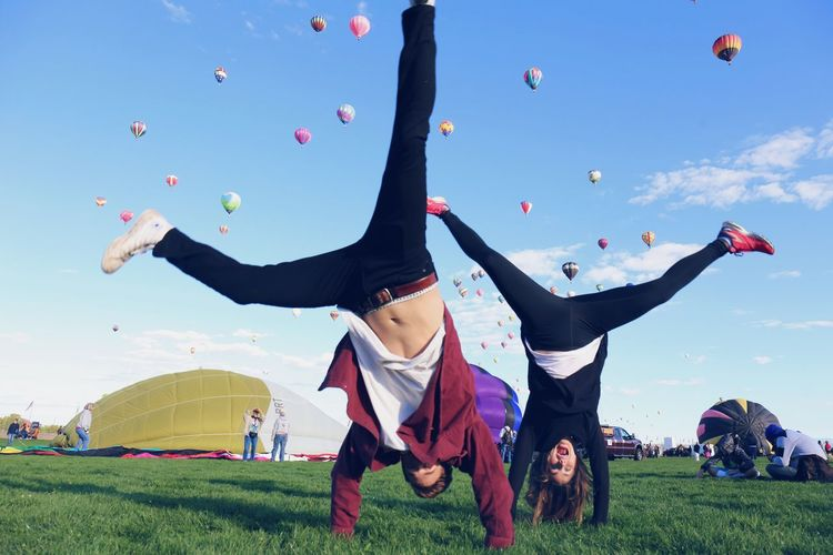 Adult Adults Only Balloon Fiesta 2016 Ballooning Festival Balloons Childhood Colors Day Flexibility Flying Full Length Grace Happiness Hovering Kicking Love Mid-air Motion Outdoors People Skill  Sky Sport Togetherness Two People Sommergefühle The Street Photographer - 2018 EyeEm Awards