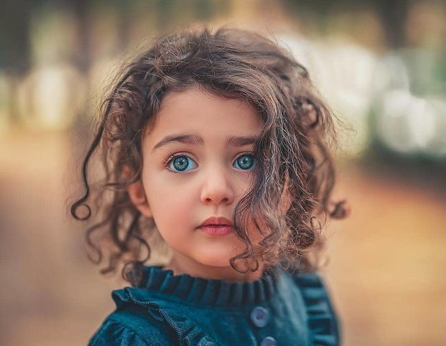 🤗💖💖💖💖🇲🇦🇲🇦🇲🇦 Innocence Looking At Camera Women Brown Hair Hairstyle Curly Hair Portrait Body Part Headshot Emotion One Person Wavy Hair Females Contemplation Cute Eye Childhood Girls Offspring Child Human Face Hair