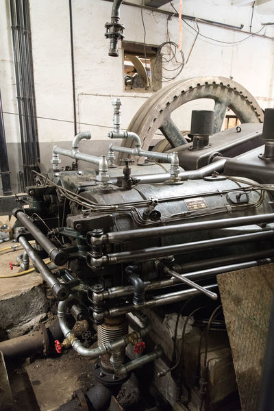 Maschine mit Dieselantrieb Day Development DieselEngine DIESELpower Gearwheels Large Group Of Objects Metal Motor Museum No People Pipes Power Cable Power Supply Tube Tubes Whell