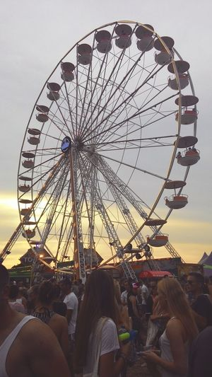 🎡 Taking Photos Carousel Wishoutdoor2015 Travelling EyeEm Best Shots Eyeemphotography Eyeemnetherland EyeEmbestshots Evening Sky Musicevent Hanging Out Eurotrip2015 Stunning_shots Cheers 🍻