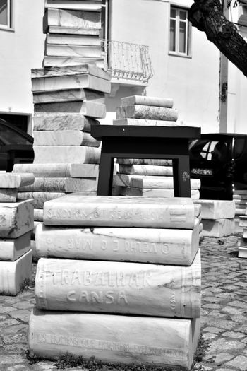 Melides - Grândola - Alentejo - Portugal -Escultura Livraria Pública Alentejo Boo Escultura Grandola Livraria Pú Livros Melides Pedra Portugal Public Library Sculpture Stone