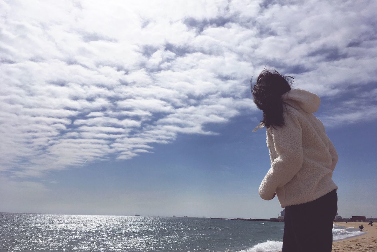 one person, sea, sky, standing, horizon over water, real people, cloud - sky, leisure activity, water, nature, outdoors, beauty in nature, young women, young adult, side view, scenics, day, beautiful woman, lifestyles, women, full length, people