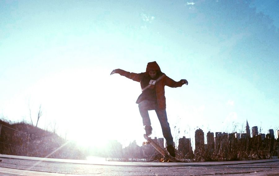 Skateeverydamnday Skateordie Sk8orDie SKATEBOARDINGISNOTACRIME!♥ Skatelife Skateboarding Silhouette Newyorkcity Living Bold Sk8life Sport In The City