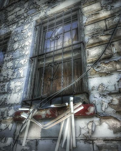 Window Architecture Built Structure Building Exterior Low Angle View Close-up Streetphotography Houses And Windows AMPt - Street AMPt - Ethereal Residential Building Abandoned Places AMPt - Abandon Abandoned Buildings Creepy House Urbanphotography Abandoned & Derelict Abandoned Peeling Paint Windows