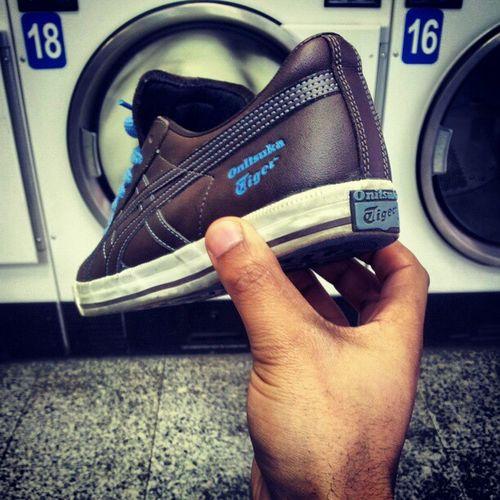 Uiiiiii Jgalere '' a la Laverie que faire de mieux loool Sneaker Sneakersaddict shoes instantané instagram instalol tiger oasis onitsuka paris banlieue France .... allez plus queeeeee ..... 6'' !