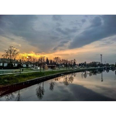 Last night's sunset Sunset Sunsetlovers Sunset_hub Viewmysunset Kalocsa Hungary Reflection Lumia HDR Lumiaphotography Lumia930 Instadaily Instagrammers Ig_hun Mik Instamagyarorszag