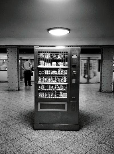 Day 327 - Vending Machine Berlin Blackandwhite Streetphotography Streetphoto_bw Public Transportation Ubahn Gesundbrunnen 365florianmski 365project Day327