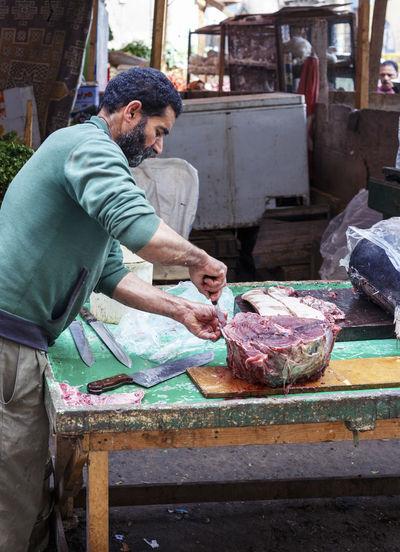 Casual Clothing Cut Egypt Egyptian Fisherman Knife Lifestyles Man Market Preparation  Preparing Food Raw Raw Food Relaxing Sell Small Business Tuna Tuna Fish Working Working