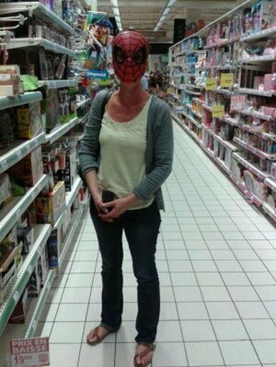 Avec l'aimable autorisation de l'auteur. Spidergirl Spider Spiders Mask
