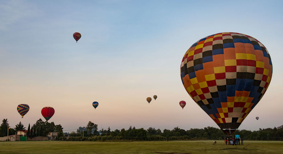 Ballon Ballon Trip Early Morning Flying Hot Air Balloon Multi Colored Outdoors Pyramids Sky Teotihuacan