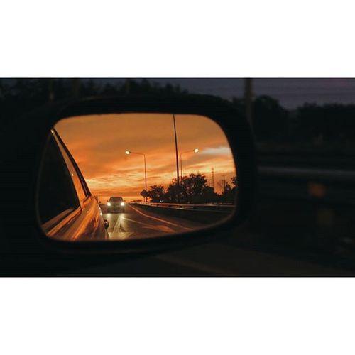มุ ม ที่ ฉั น เ ลื อ ก ที่ จ ะ ม อ ง . . . . Traval Journal Journey Ontheway VSCO Vscocam Mirror Sky Affterrain