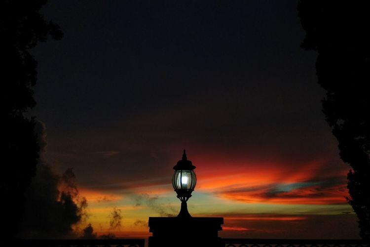 Sejingga senja City Silhouette Sunset Sky Architecture Lantern Gas Light Oil Lamp Lighting Equipment Lamp